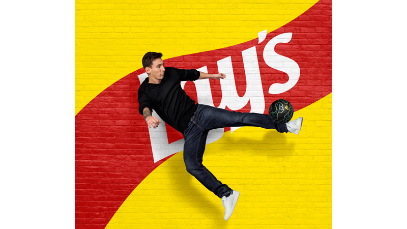 11/132 Lionel Messi for Lays